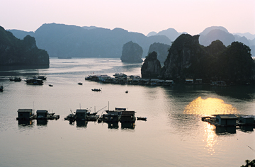 Ha Long Bay - a lifetime must-go destination
