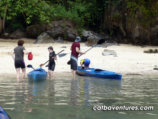 Lan Ha Bay - Ha Long Bay - Bai Tu Long Bay: Boat trip - Kayaking 3 days 2 nights.